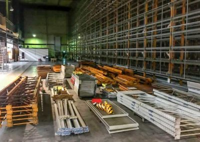SRM Ausräumung Lagerhalle in Oberhausen Material gesammelt und gestapelt